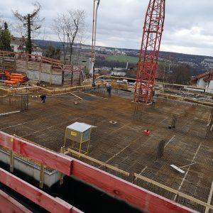Betonieren des 1. Abschnitts Decke über UG-2 des 1. Bauabschnitt mit Betonpumpe, ca. 210 m³ Beton insgesamt.